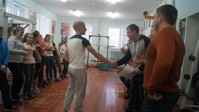 В январские каникулы в спортивном зале ФОК «Олимп» состоялись долгожданные ежегодные соревнования по кросс-фиту среди юношей и девушек