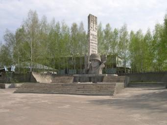 Площадь и памятник участникам ВОВ
