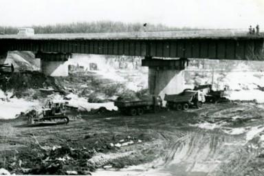 Автомобильный мост через реку Медведица. Поселок Лысые горы.