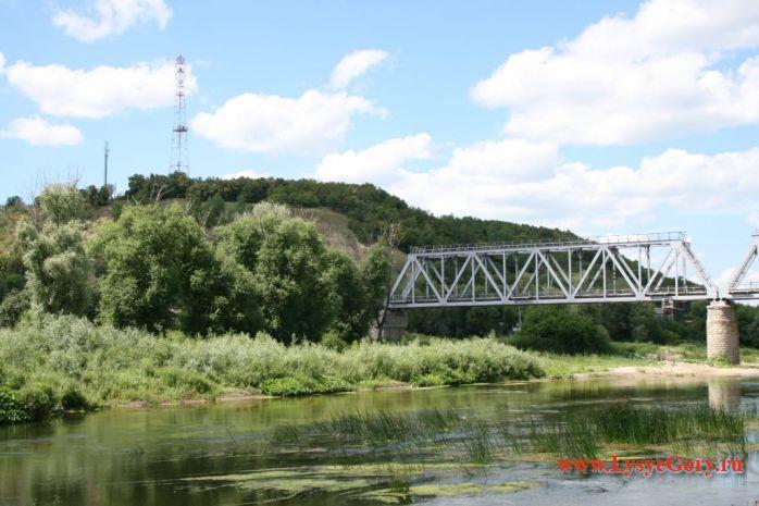 Железнодорожный мост в поселке Лысые Горы