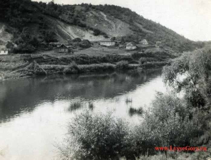 Старинное фото поселение возле реки Медведицы